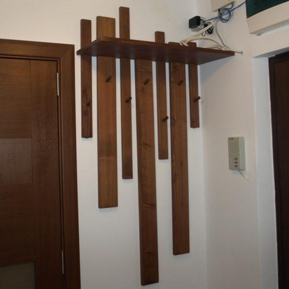 Cuier agatat pe perete lemn PAL MB351Cuier agatat pe perete lemn PAL MB351