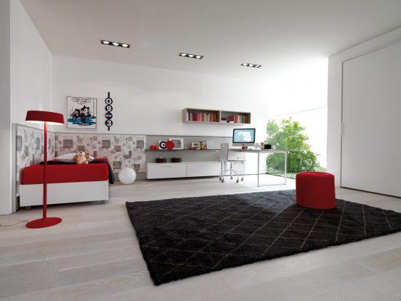 mobilier dormitor alb cu asternuturi rosii