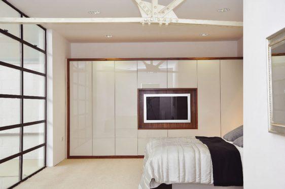mobilier dormitor alb cu maro 2